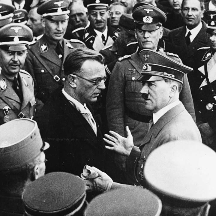 Hitler_Seyss_Inquart_Vienna_1938_03_16.jpg