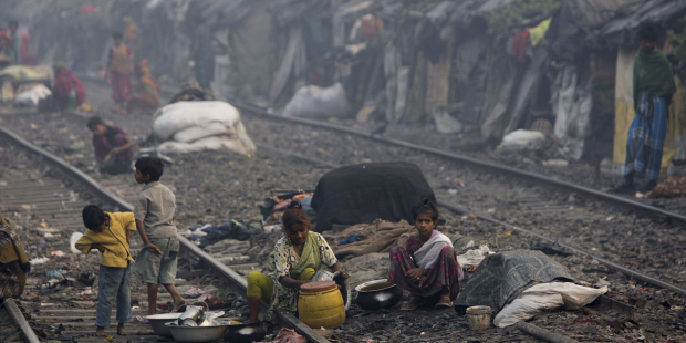 web-slum-india-calcutta-kuni-takahashi-gettyimages-136028572.jpg